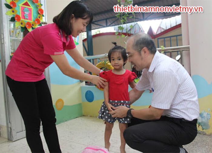 4 Bien Phap Cham Soc Tre Mam Non 5