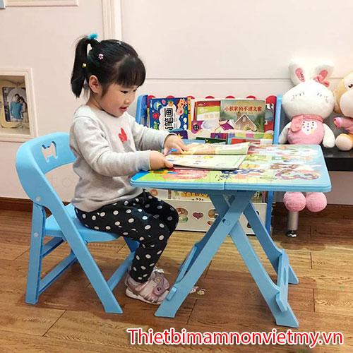 Kinh Nghiem Chon Mua Ban Ghe Cho Be Mam Non 1